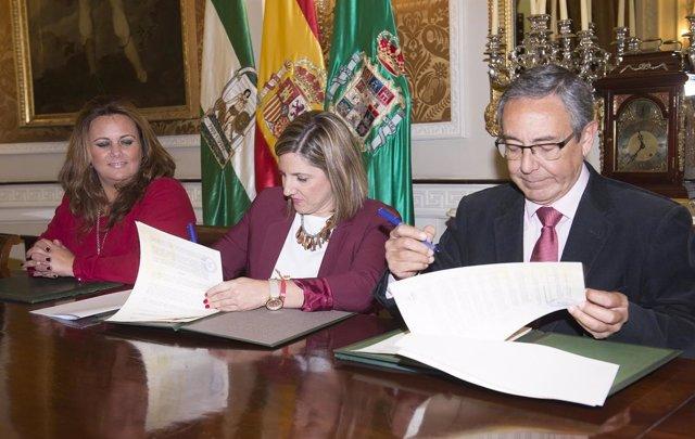 Firma de Diputación con Fundación Tres Culturas del Mediterráneo