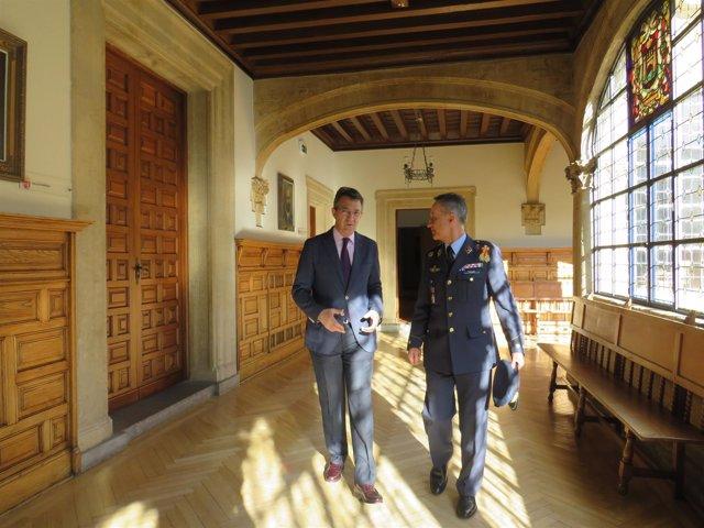 Martínez Majo (I) y el coronel de la Academia del Aire