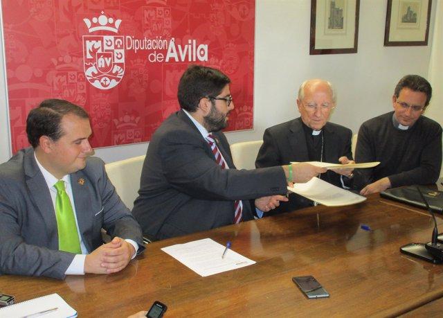 El presidente de la Diputación de Ávila y el obispo rubrican el convenio