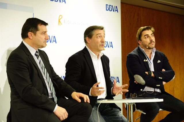 Fernando Alonso y los hermanos Roca, durante la jornada
