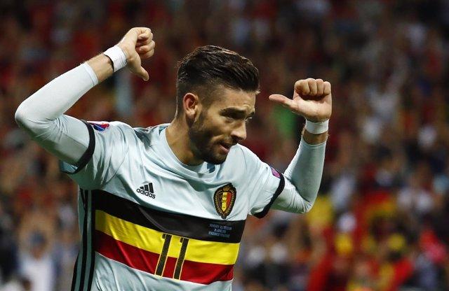 Yannick Ferreira Carrasco celebra un gol con la selección belga