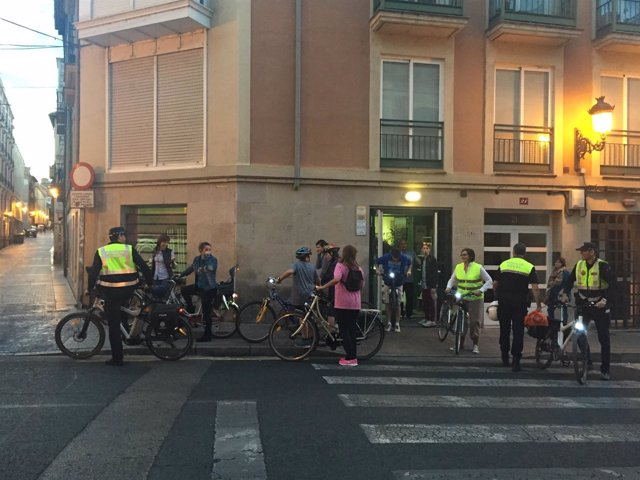 Imagen de un curso dado por policías locales a ciclistas