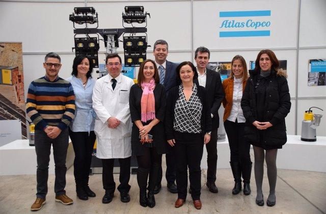 La dirección de la planta y representantes de las instituciones, en la visita.