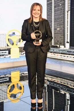 Mary Barra (General Motors) recibe el Volante de Oro 2016