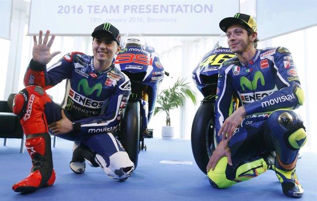 Lorenzo junto a Rossi  en la presentación de Yamaha