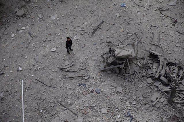 Restos de un bombardeo del Gobierno sirio en Duma, Damasco