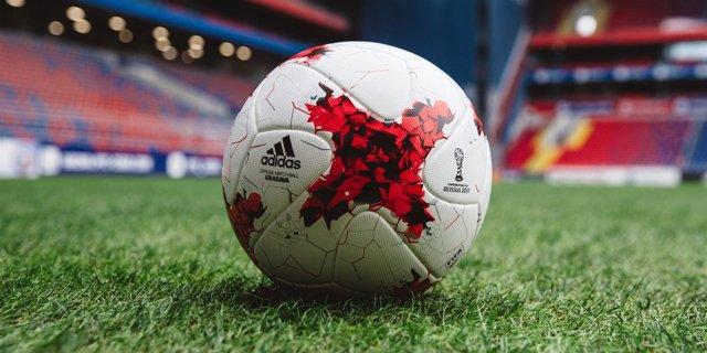 Krasava balón oficial Confederaciones 2017 adidas