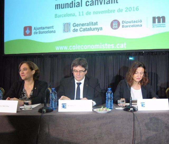 Ada Colau, Carles Puigdemont y Mercè Conesa en la Jornada de los Economistas