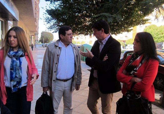 El presidente de C's Andalucía, Juan Marín, (2d) en su visita a Jaén.
