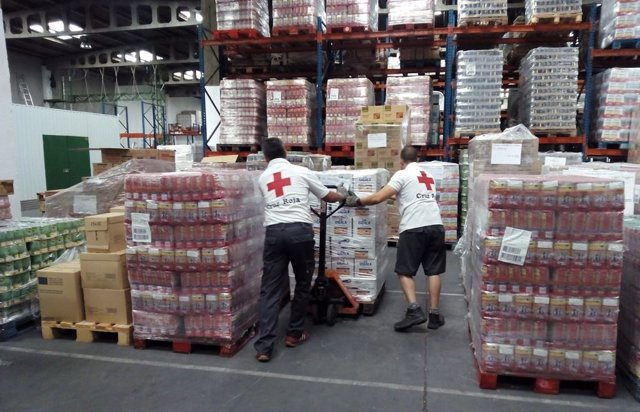 Alimentos almacenados para repartir