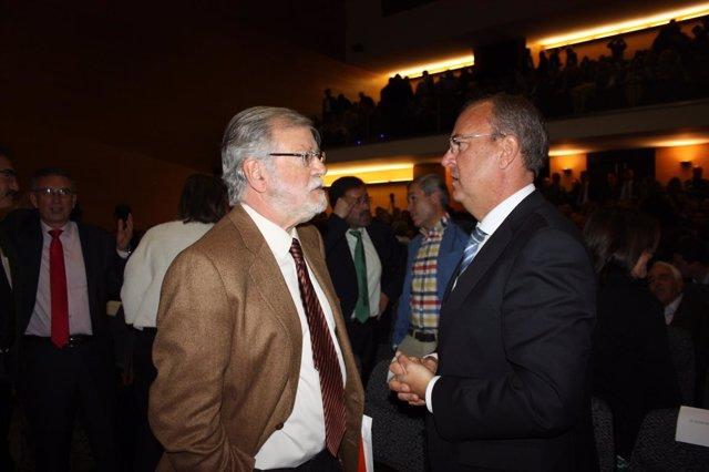 José Antonio Monago saluda a Ibarra en Acopaex