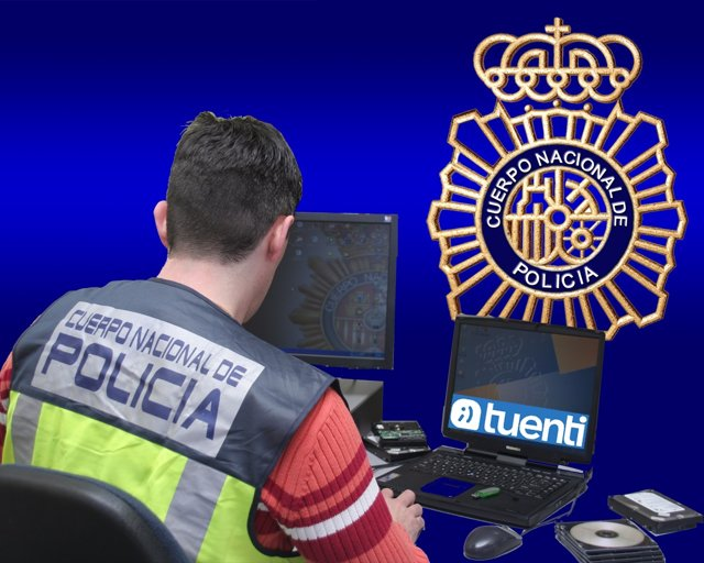 Policía que investiga las redes sociales