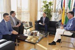 Elías Bendodo presidente de la Diputación de málaga se reúne con ATA Rafael Amor