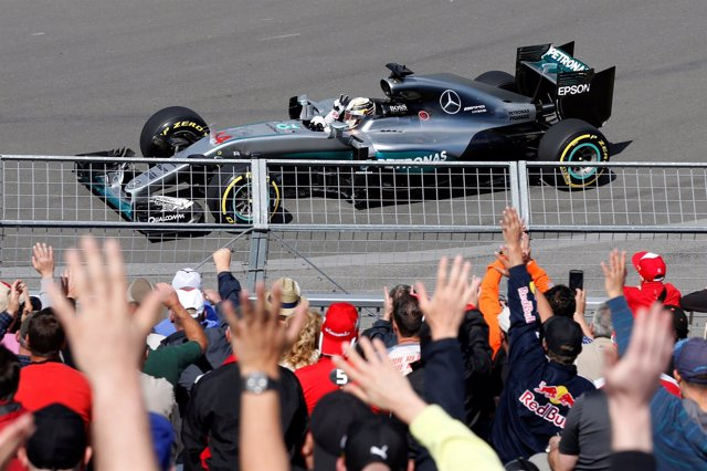 El piloto inglés de Fórmula 1 Lewis Hamilton