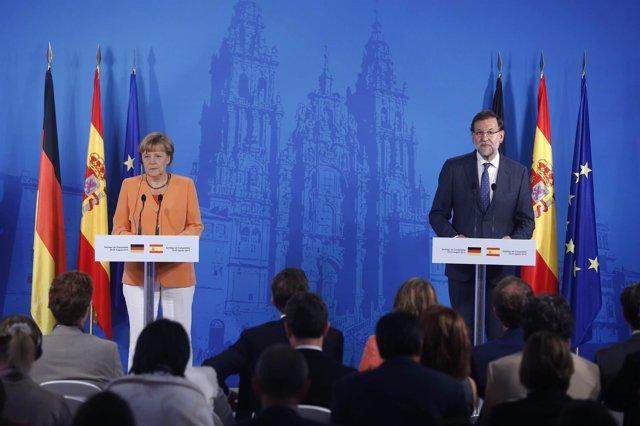 Rajoy y Merkel en la rueda de prensa en Santiago