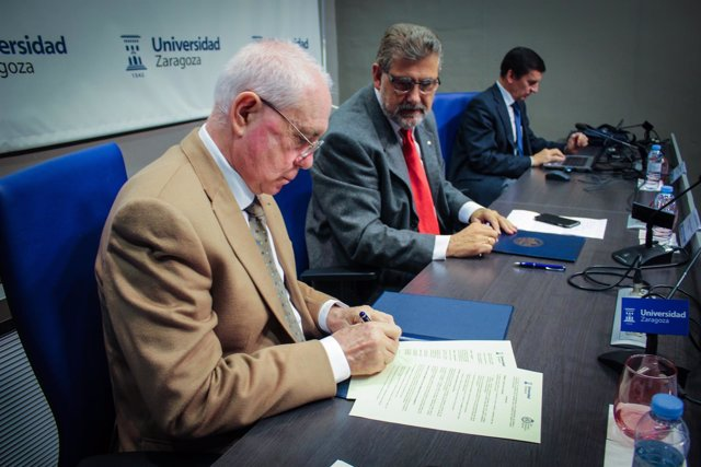 Francisco Marcellán, de la RSME, y José Antonio Mayoral, rector de la UZ