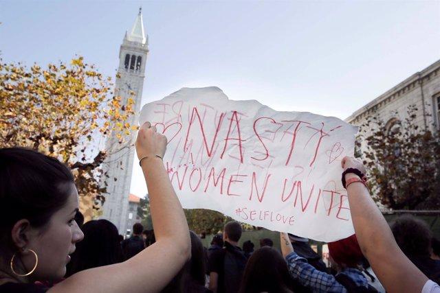 Mnaifestación de mujeres contra Trump