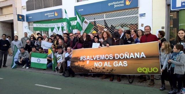 Concentración en protesta por las obras de Doñana en Sevilla