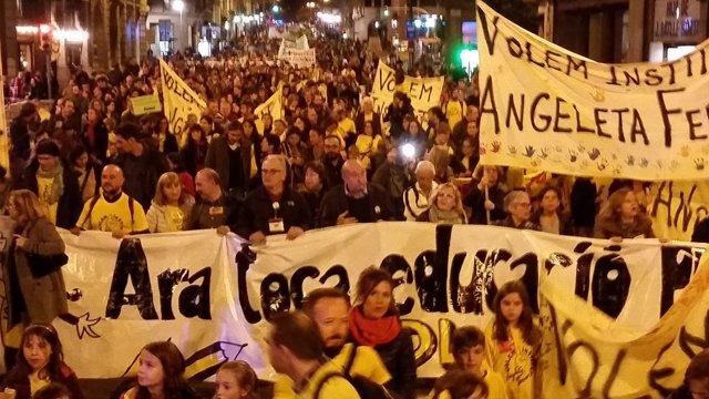 Marcha organizada por Marea Groga en Barcelona