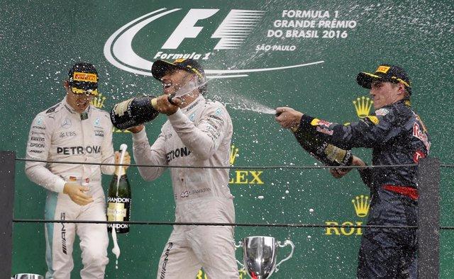 El piloto británico Lewis Hamilton gana en Brasil