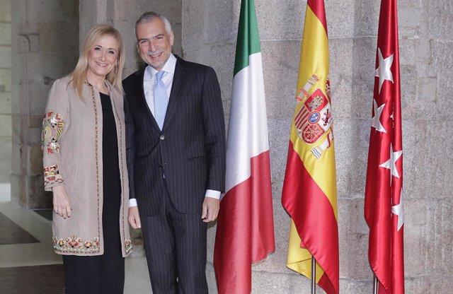 Cifuentes se reúne con el embajador de Italia en España, Stefano Sannino.