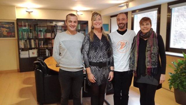 Patricia Gómez con Asociación de Familias de Menores Transexuales de Baleares