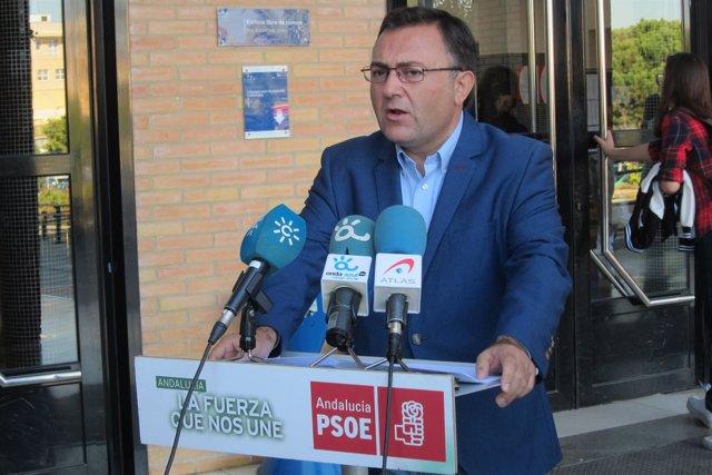 Miguel Ángel Heredia en rueda de prensa facultad de educación UMA