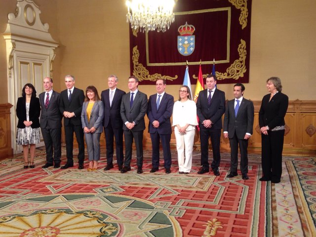 Fotografía de familia de Feijóo y su gabinete al arranque de su tercer mandato
