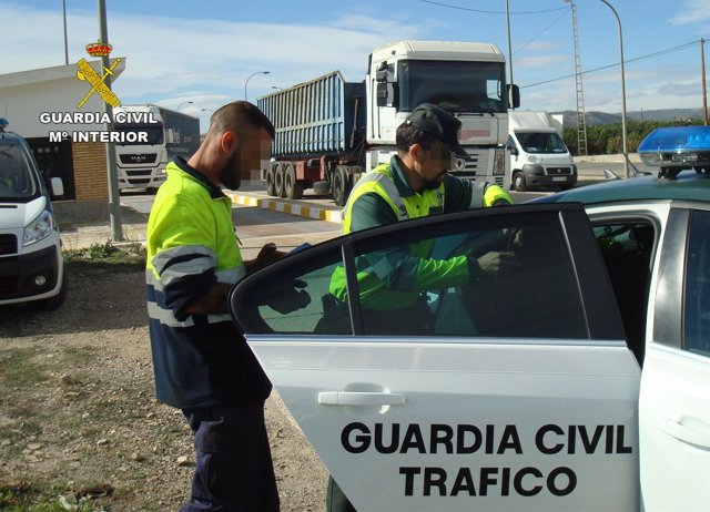 La Guardia Civil Detiene A Un Camionero Que Superaba Cinco Veces La Tasa De Alco