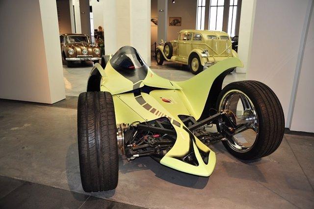 Prototipo coche hidrógeneo expuesto museo automovilístico Málaga