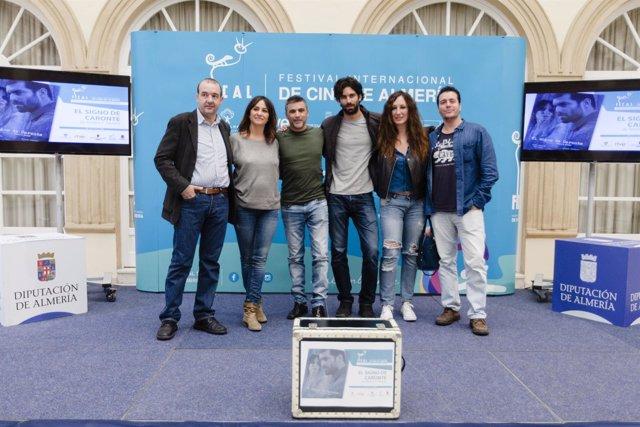 El equipo técnico y artístico de 'El signo de Caronte', contento de abrir Fical.