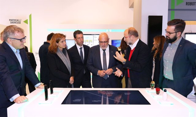 Jordi Baiget visita la 'Smart Boutique' de La Roca Village