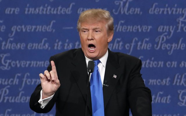 Donald Trump durante el debate con Clinton