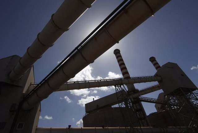 Parte de una planta de aluminio de Alcoa Inc.'s en Cerdeña