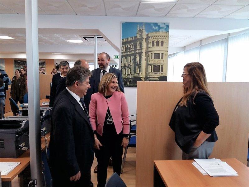 Diputaci n y ayuntamiento algeciras valoran la oficina del for Unicaja barcelona oficinas