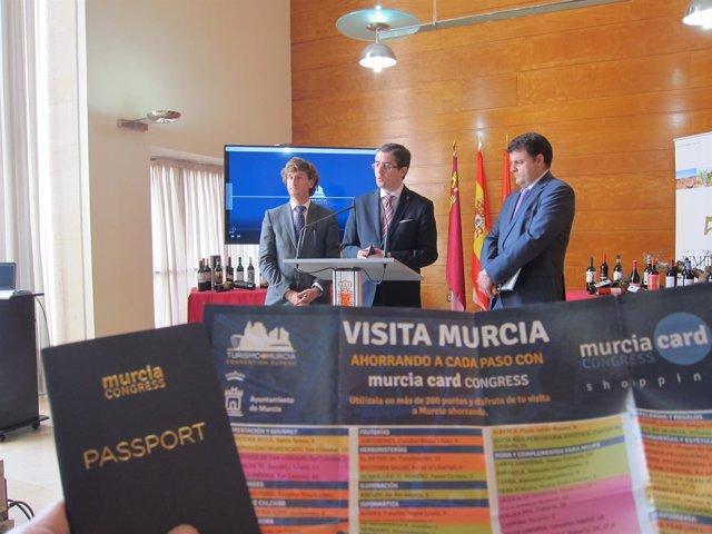 Pacheco, en el centro, junto a Zamora y Palazón presenta el nuevo material