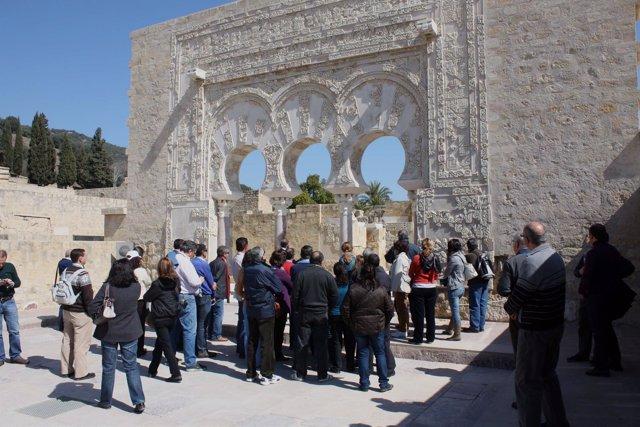 Turistas en Medina Azahara