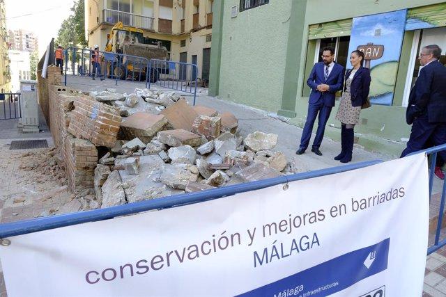 Pomares y Pérez de Siles vistan unas obras del plan de mejora de barriadas