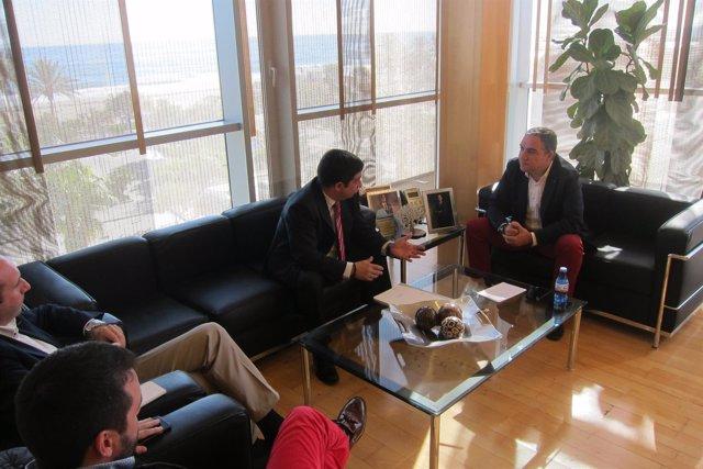 Bendodo y Francisco Reyes mantienen un encuentro en la Diputación