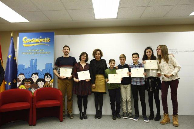 Dolors Montserrat preside el acto de entrega de los premios Consumópolis