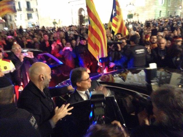 Artur Mas sale de la Generalitat