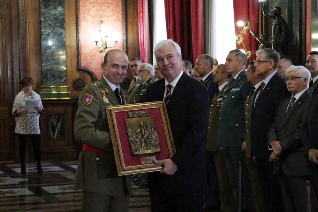 Gustavo Alcalde recibe el Premio General Palafox