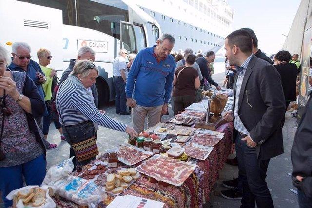 Acción promocional de la Alpujarra de Granada en el Puerto de Motril