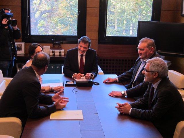 Negociación entre PSOE e IU sobre Presupuestos