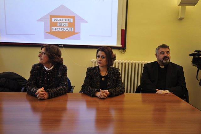 Autoridades en la presentación del nuevo hogar de Cáritas en Teruel