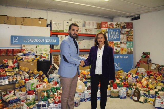 Jacobo Florido hace entrega de productos a Ciudad de los NIños Fátima González