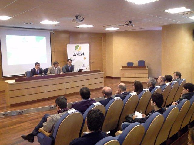 Presentación de la jornada de 'De Jaén' con el cofundador de Innovasur-Blaveo.