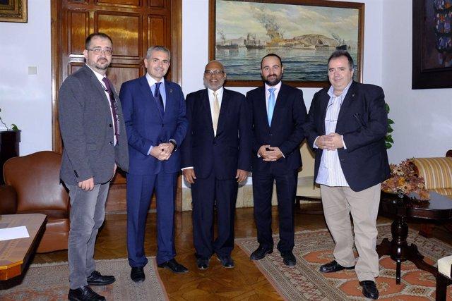 Julio Andrade, Mario Cortés y Rojan Gunaratna en la reunión mantenida.