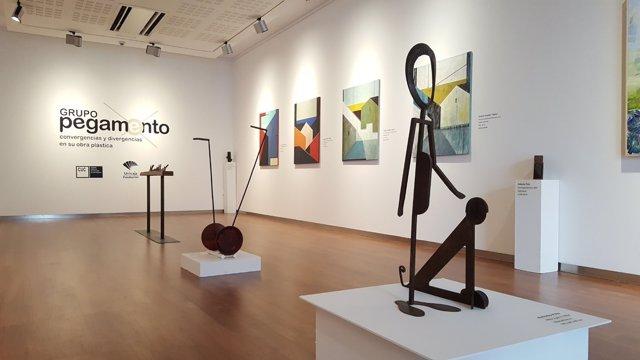 Algunas de las obras expuestas en la muestra de 'Grupo pegamento'.