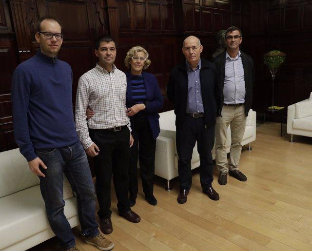 Imagen de Carmena con representantes de sindicatos